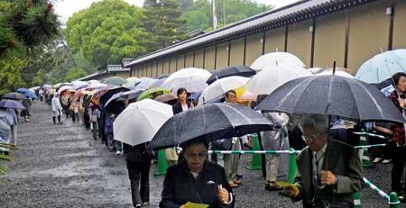 京都迎賓館並ぶ列