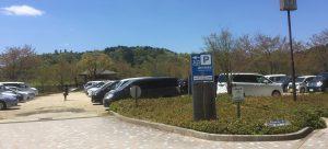湖畔の駐車場